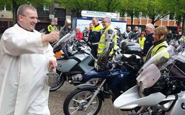 Bild: Motorradsegnung in Wuppertal – Foto: Jana Turek
